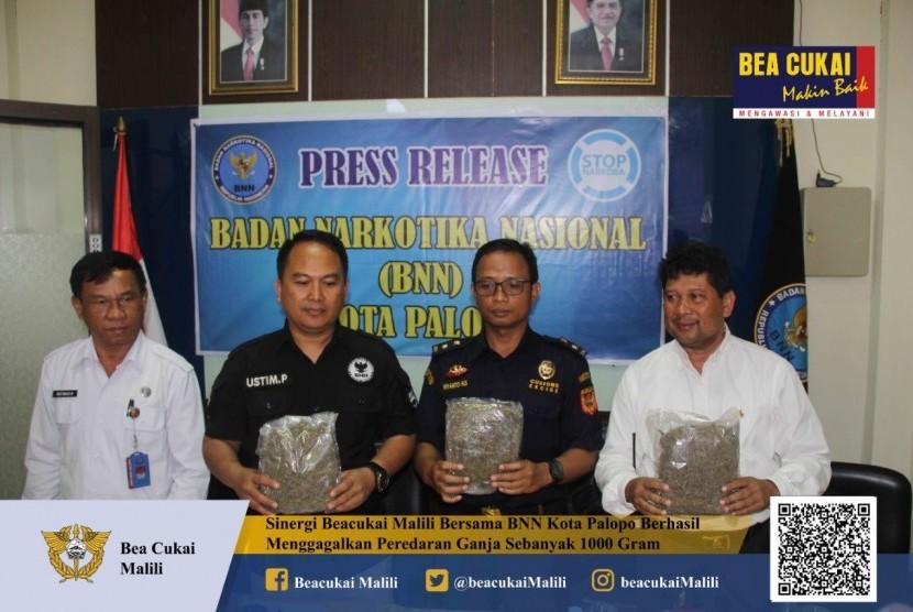 Bea Cukai Malili bersama dengan BNN Kota Palopo berhasil mengungkap kasus peredaran narkotika jenis ganja pada Sabtu (10/8) di kota Polopo.