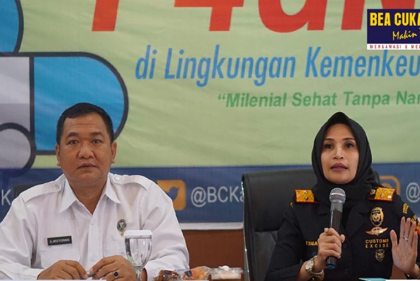 Bea Cukai Maluku dan Badan Nasional Narkotika Provinsi (BNNP) Maluku gelar sosialisasi Pencegahan Pemberantasan Penyalahgunaan Peredaran Gelap Narkotika(P4GN) di aula Kantor Wilayah Bea Cukai Maluku, pada tanggal 16 Juli 2019.
