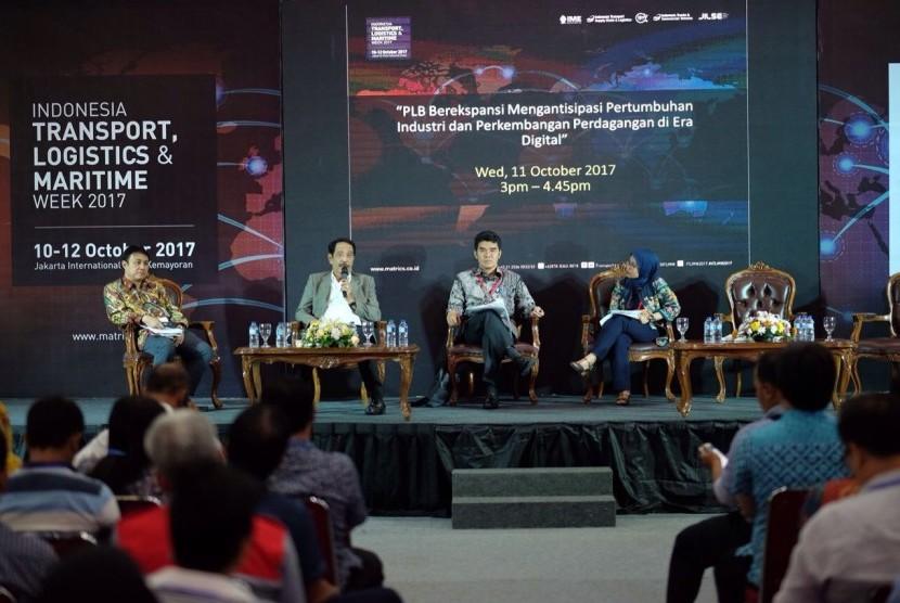 Bea cukai menggelar forum diskusi terkait fasilitas-fasilitas yang telah diberikan kepada industri untuk mengakomodir percepatan arus logistik.