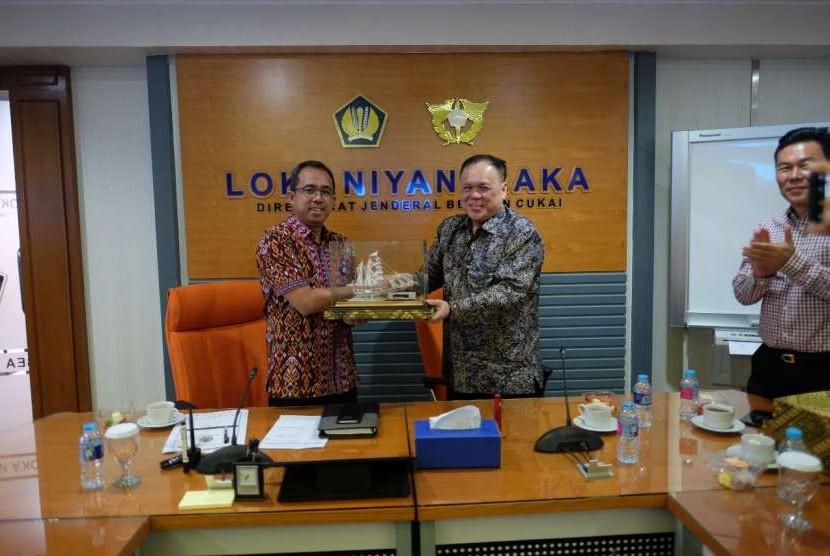 Bea Cukai menjalin pertemuan dengan Asosiasi Industri Perangkat Telematika Indonesia (AIPTI) pada Jumat (24/8).