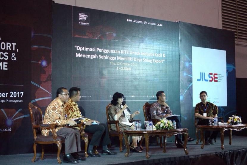 Bea Cukai menyosialisasikan fasilitas KITE-IKM pada Jakarta International Logistics and Supplies Expo (JILSE) Forum 2017.