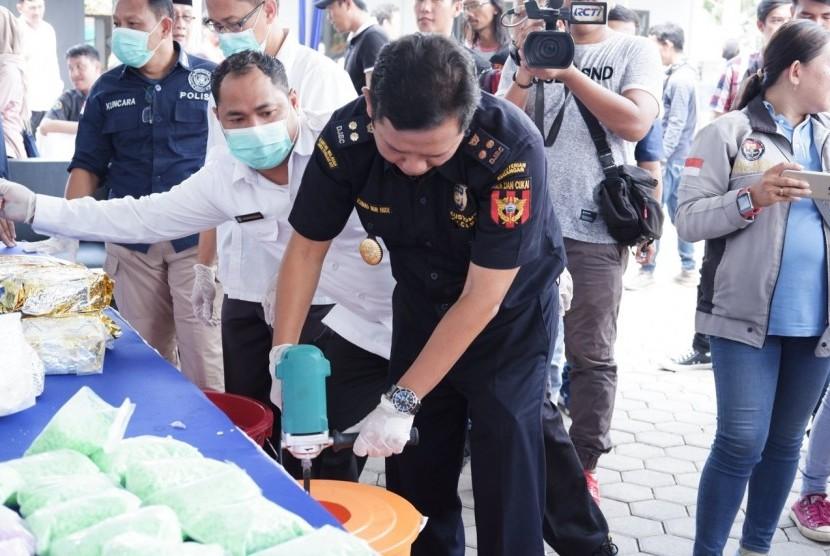Bea Cukai Palembang dan BNNP Sumatera Selatan memusnahkan Barang Bukti (BB) hasil penindakan tim gabungan Bea Cukai dan BNN.