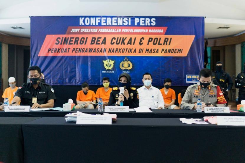Bea Cukai Soekarno-Hatta bersinergi dengan Bareskrim Polri dan Polresta Bandara Soekarno-Hatta gagalkan tiga kasus penyelundupan narkotika periode bulan Juli hingga September 2020.