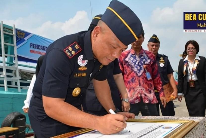 Bea Cukai Teluk Nibung mencanangkan zona integritas menuju wilayah bebas dari korupsi (WBK)/wilayah birokrasi bersih melayani (WBBM), Rabu (16/10).