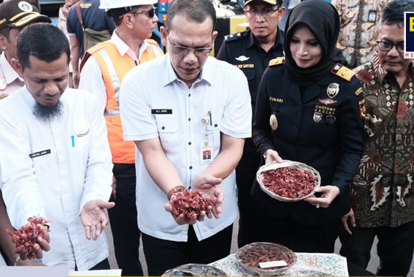 Bea Cukai Ternate dukung ekspor perdana komoditas pala.