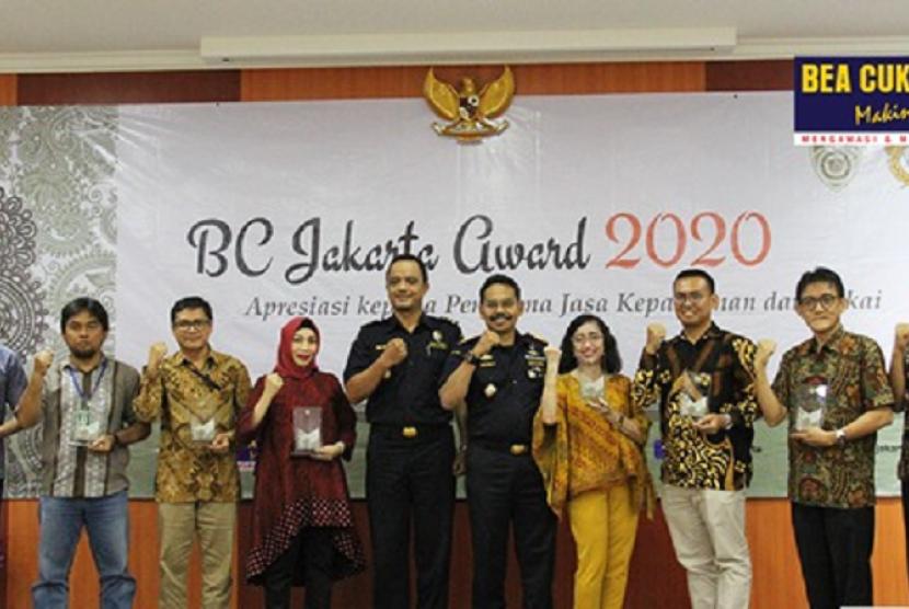 Bea Cukai Ternate, pada Kamis (13/2) lalu, yang menyelenggarakan Focus Group Discussion (FGD) dan memberikan penghargaan kepada pengguna jasa.