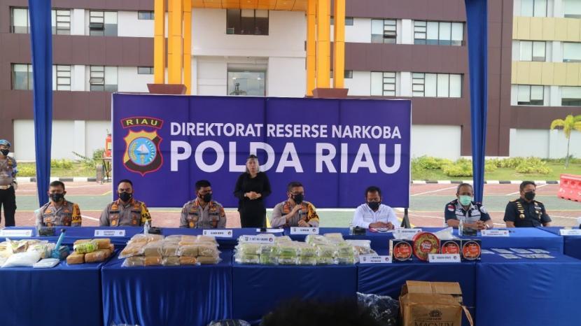 Bea Cukai tidak henti-hentinya mengupayakan agar peredaran narkotika tidak ada lagi di Indonesia. Dari tiga kantor vertikal Bea Cukai, dilaporkan penindakan yang telah dilakukan selama 2021.