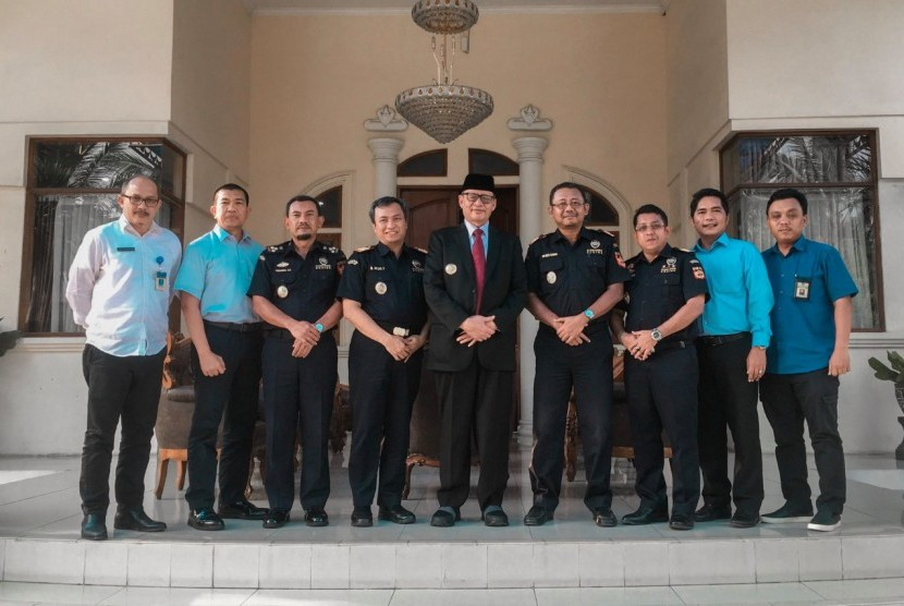 Bea Cukai Wilayah Banten mengadakan kunjungan ke kediaman Gubernur Banten, Wahidin Halim.