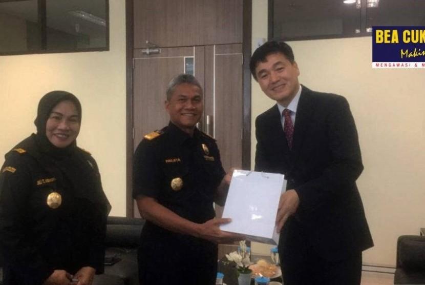 Bea Cukai Wilayah Jawa Tengah dan Daerah Istimewa Yogyakarta (DIY) kedatangan Customs Attache Kedutaan Korea, Baek Hyung Min pada Kamis (5/9).