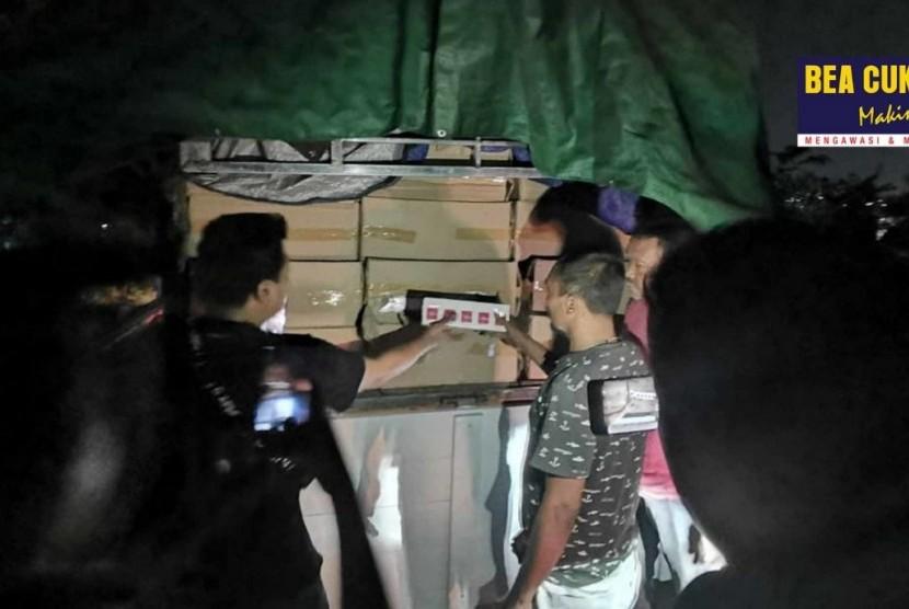 Bea Cukai Wilayah Jawa Tengah dan DIY, Bea Cukai Semarang, Tentara Nasional Indonesia (TNI), dan Pemerintah Provinsi Jawa Tengah bersinergi dalam menggagalkan upaya peredaran rokok ilegal di dua lokasi berbeda dalam dua hari berturut-turut