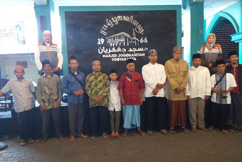 Beberapa Imam Masjid dan Takmir Masjid di Desa Sidorejo dan Bateh mengadakan study banding ke Masjid Jogokaryan, Yogyakarta, Rabu (3/7).