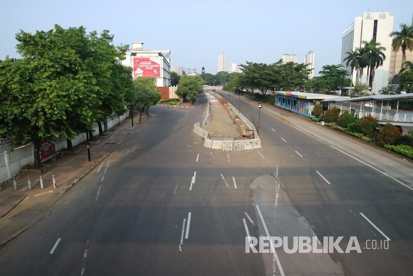 Beberapa titik jalan protokol di Jakarta terlihat sepi pada saat Hari Raya Idul Fitri, Jumat (15/6).