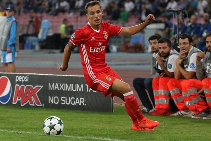 Bek Benfica, Alex Grimaldo
