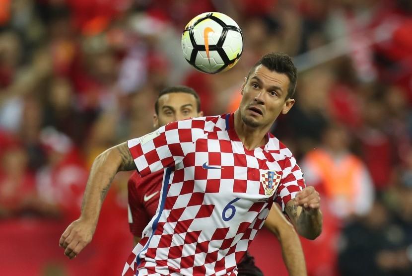 Bek Kroasia Dejan Lovren.