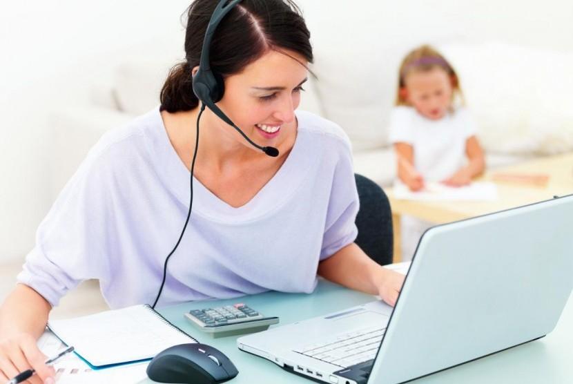 8 Rahasia Sukses Ibu Bekerja dari Rumah