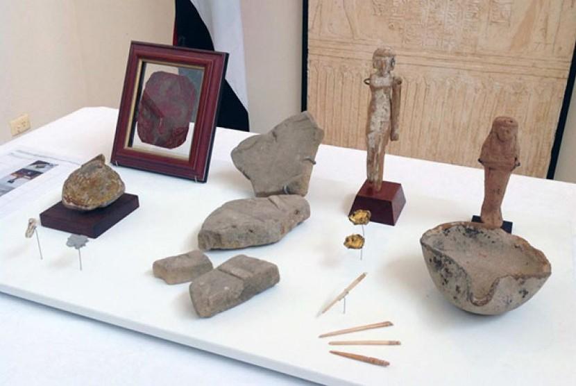 Benda artefak Mesir kuno yang dikembalikan ke negara asalnya.