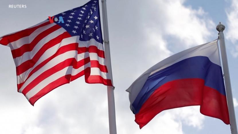 Utusan Rusia Kembali ke Washington dengan Optimistis. Bendera AS dan Rusia