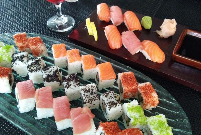 Beragam pilihan menu sushi di Momiji Aston Priority Simatupang Hotel & Conference Center.
