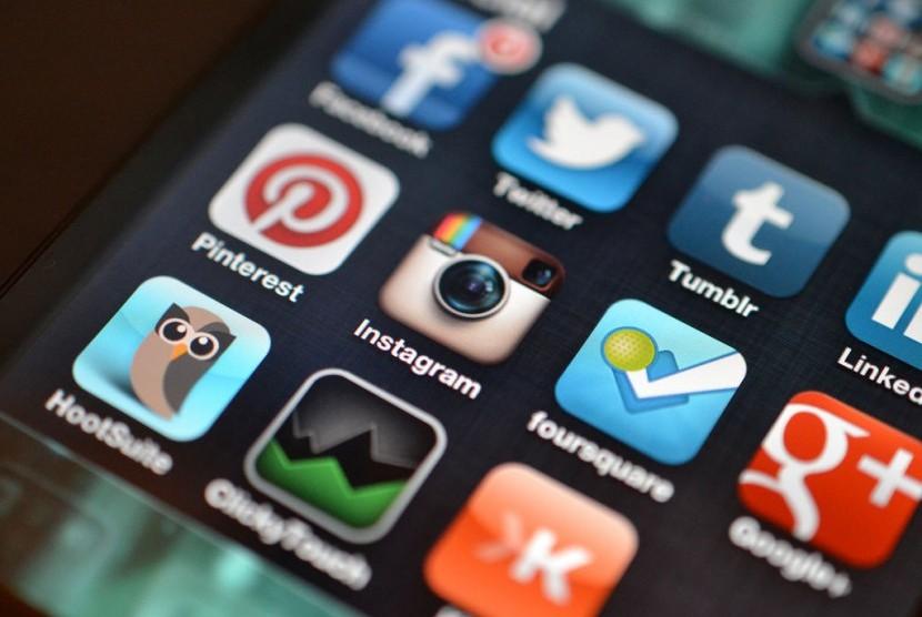 Berbagai aplikasi sosial media di ponsel