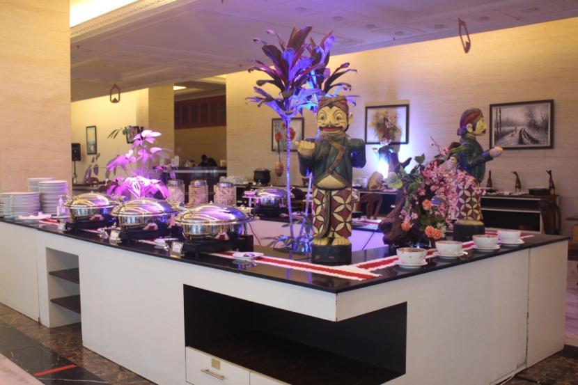 Berbagai sajian menu berbuka puasa di The Rich Jogja Hotel.