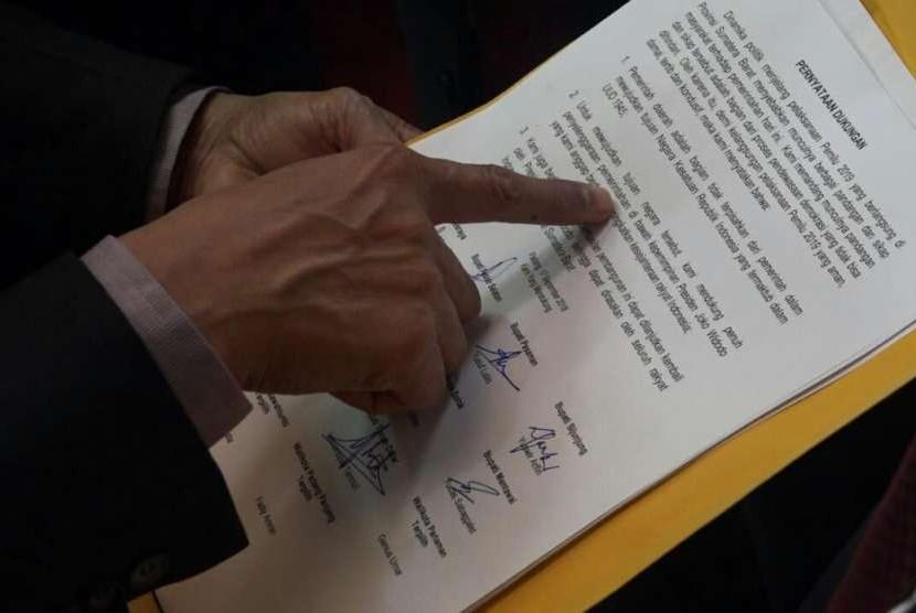 Surat dukungan terhadap pencalonan Joko Widodo-Ma'ruf Amin dalam Pilpres 2019 mendatang yang ditandatangani oleh sejumlah kepala daerah di Sumatra Barat.