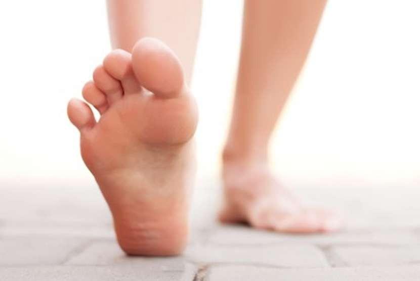 Bertelanjang kaki. Ilustrasi