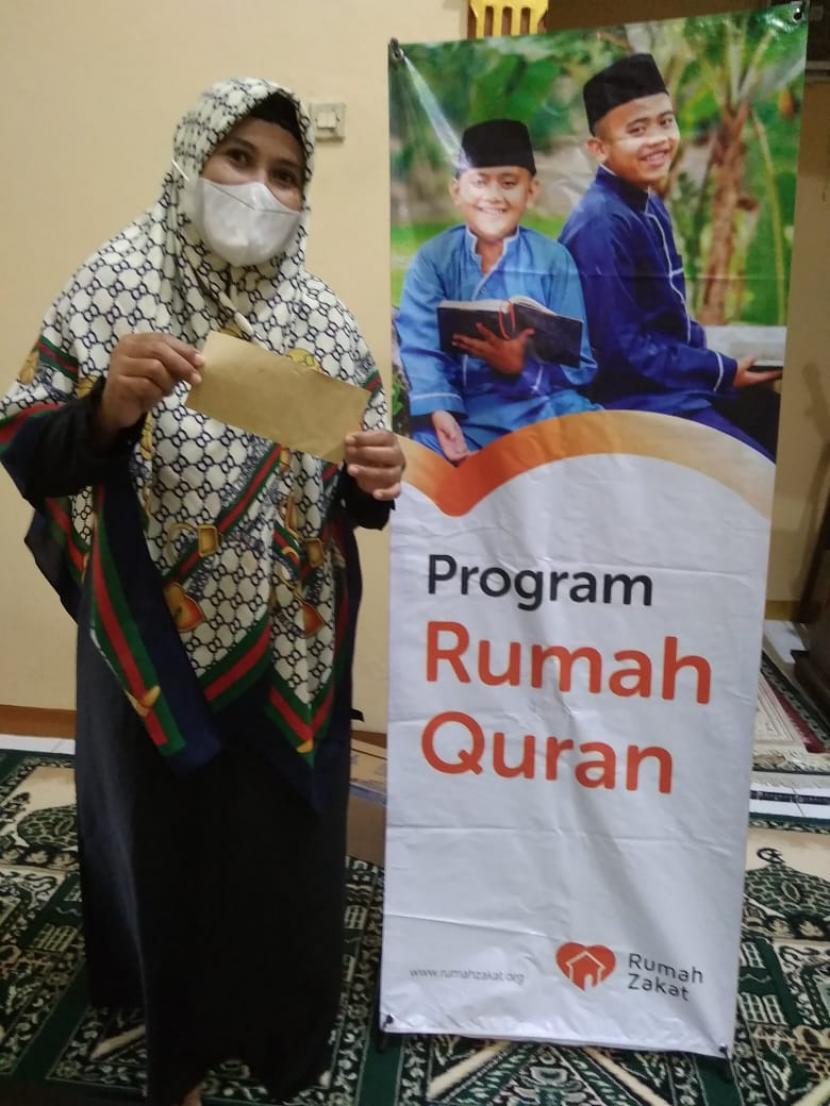 Bertempat di Masjid Al Ikhlash RW 10 Kelurahan Karangroto, Kecamatan Genuk Kota Semarang diadakan pembagian susu kotak cair dan Kafalah untuk pengajar TPQ Al Ikhlash, Sabtu (19/6).