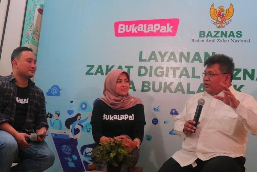 Berzakat dalam genggaman tangan, Baznas kolaborasi dengan Bukalapak ajak millenial berzakat digital, launching kolaborasi ini dilakukan di Cafe 35 Jakarta Pusat, Jumat (10/5).