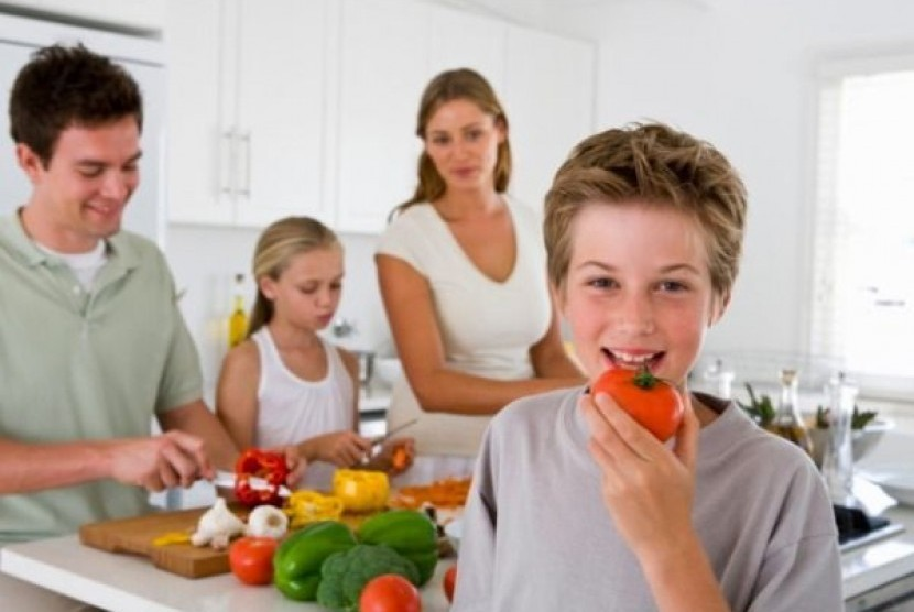 Orang tua perlu membangun suasana yang nyaman agar anak semangat makan. (Ilustrasi)