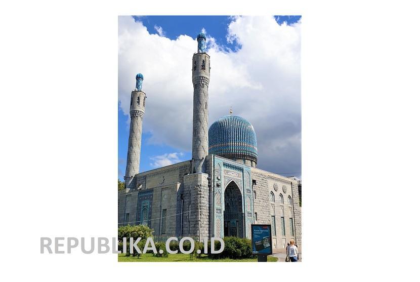 Blue Mosque atau Masjid Biru di kota Saint Petersburg, Rusia dikenal rakyat Indonesia sebagai Masjid Soekarno.