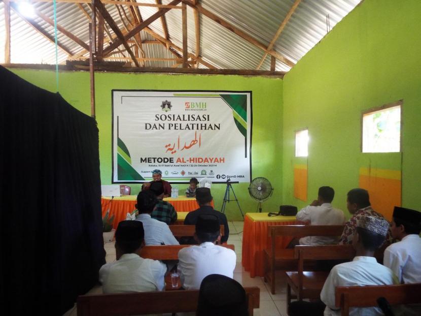 BMH Bersama DPD Hidayatullah Kolaka dan  Pos Dai bersinergi menggelar sosialisasi dan pelatihan Metode Al-Hidayah yang diikuti para dai dan daiyah dari berbagai daerah di Sulawesi Tenggara, 23-24 Oktober 2021.