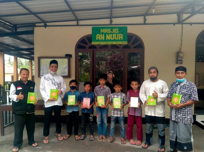 BMH Perwakilan Yogyakarta  menyalurkan Alquran ke  TPQ yang berada di masjid-masjid  lereng Gunung Merapi, Sabtu (25/9).