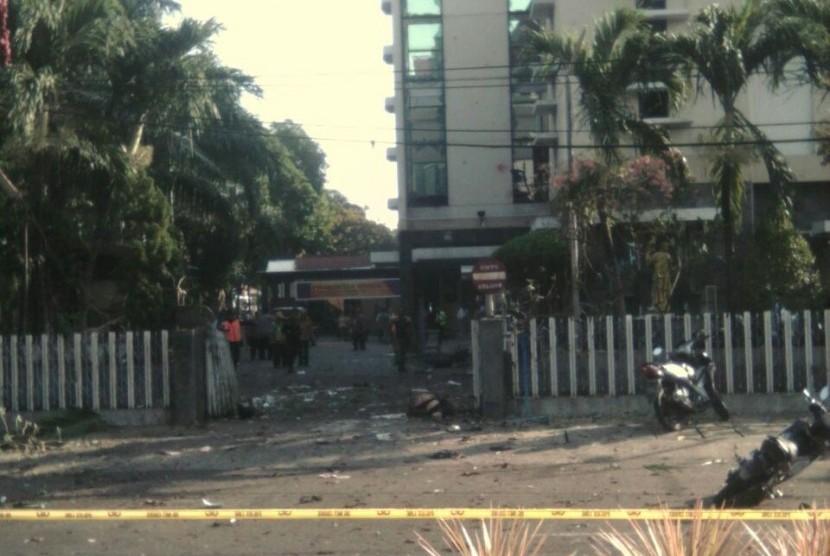Bom di sebuah gereja di Surabaya, Ahad (13/5).