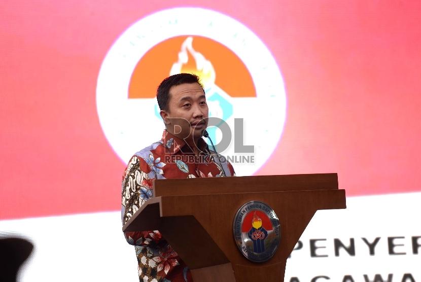 Bonus Medali SeaGames. Menteri Pemuda dan Olahraga Imam Nahrawi memberikan sambutan sebelum penyerahan bonus peraih medali di SEA Games 2015 Singapura di Gedung Kemenpora, Jakarta, Kamis (9/7).