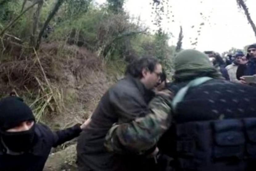 Bos mafia dan rekannya ditangkap polisi Italia di sebuah bunker di hutan.