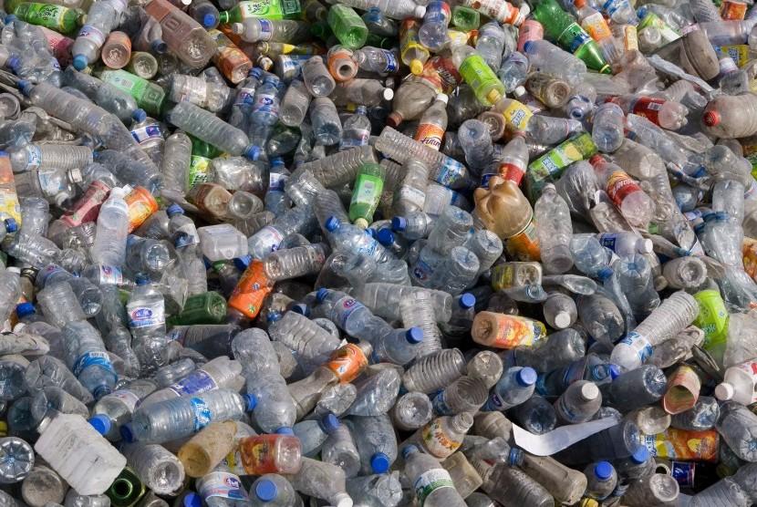 Botol plastik.