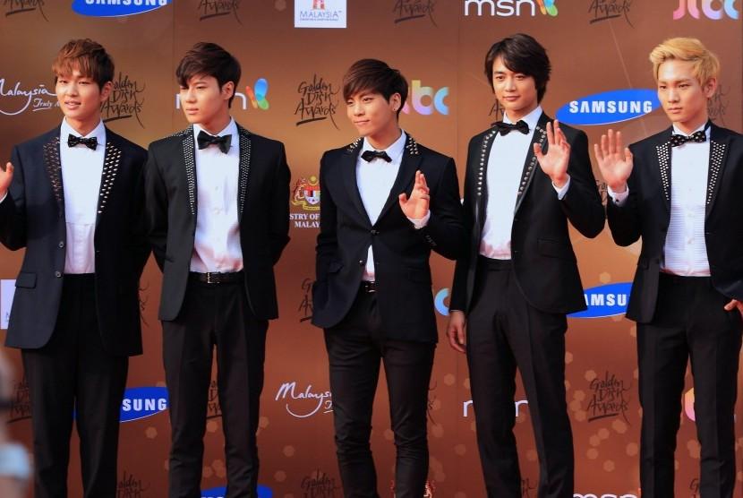 Boyand asal Korea Selatan SHINee.