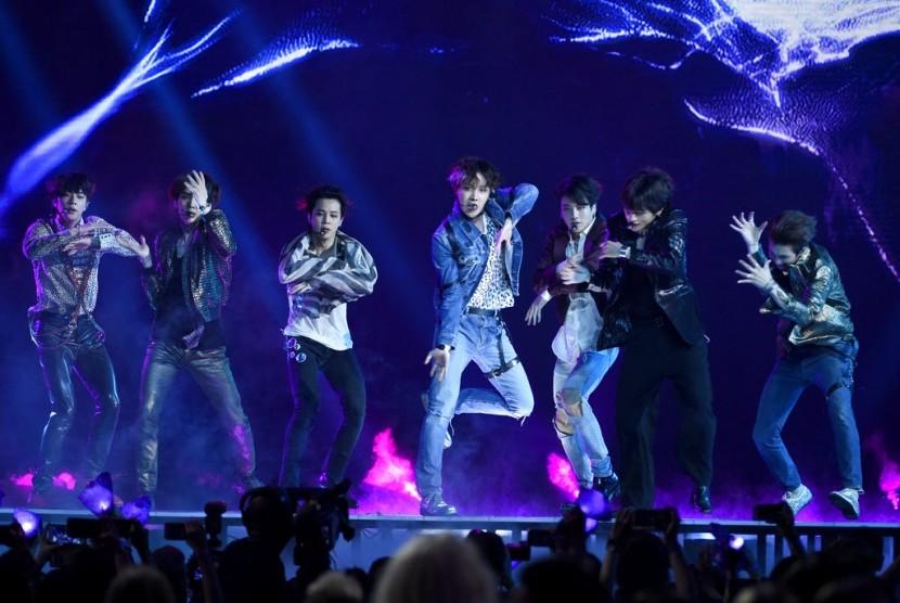 Boyband BTS di panggung Billboard Music Awards 2018 di Las Vegas.