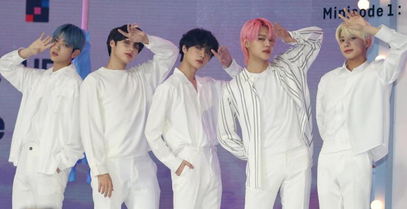 Grup K-pop Tomorrow X Together (TXT) menyaksikan album barunya menempati posisi lima besar di tangga album utama Billboard.