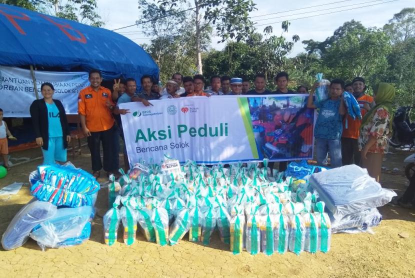 BPJS Ketenagakerjaan memberikan bantuan logistik bencana gempa Solok Selatan sinergi dengan Rumah Zakat Action.