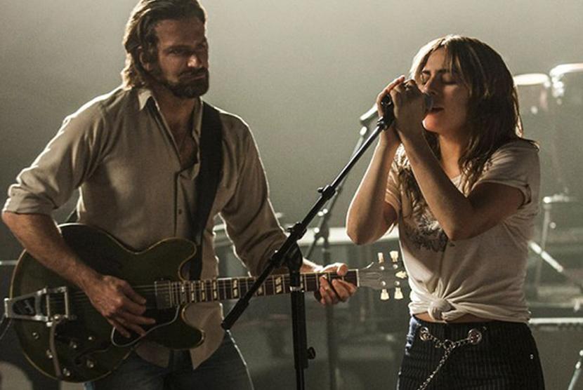 Bradley Cooper dan Lady Gaga dalam film A Star Is Born