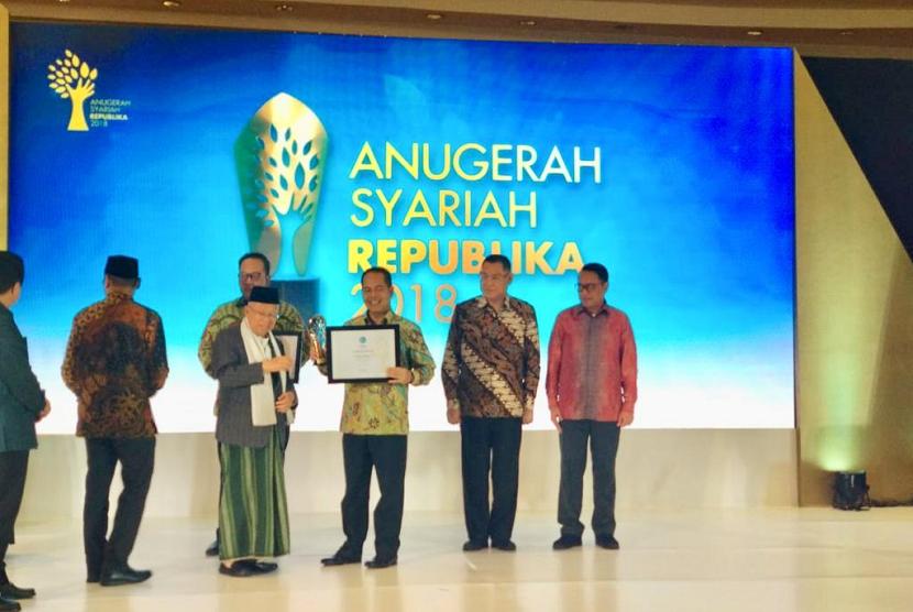 BRIsyariah meraih penghargaan The Most Innovative Sharia Bank, Anugerah Syariah Republika 2018.