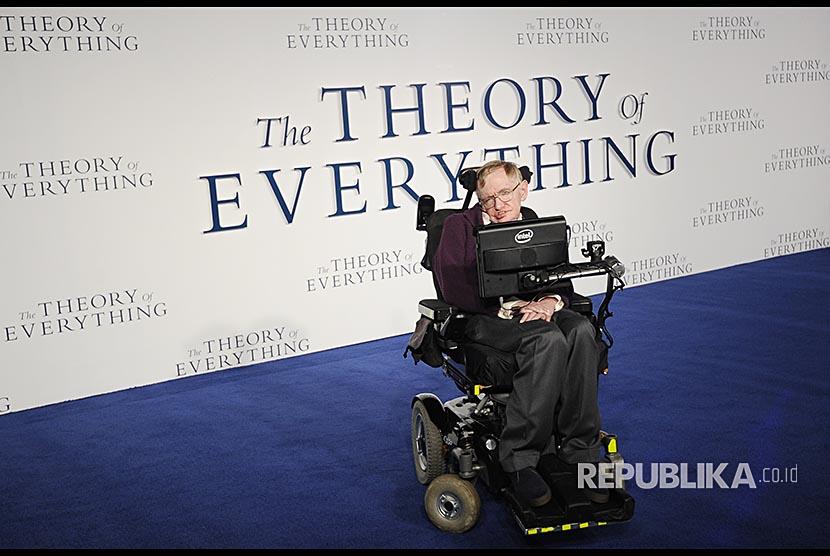 Stephen Hawking menghadiri pemutaran perdana film