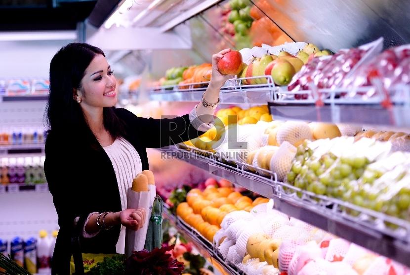 Buah dan sayuran merupakan sumber makanan kaya serat.