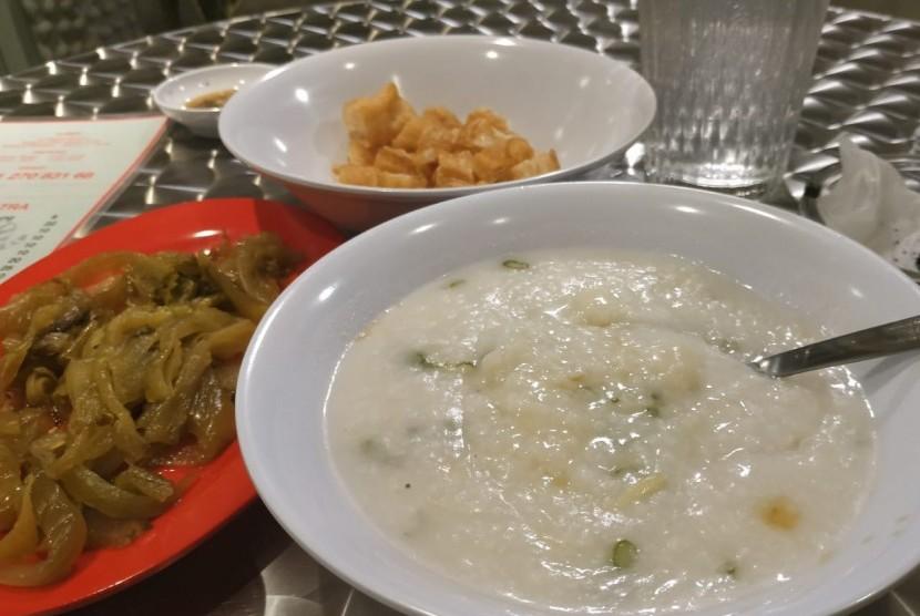 Bubur ikan dori di restoran Bubur Cap Tiger, Jl Cikajang, Jakarta Selatan.