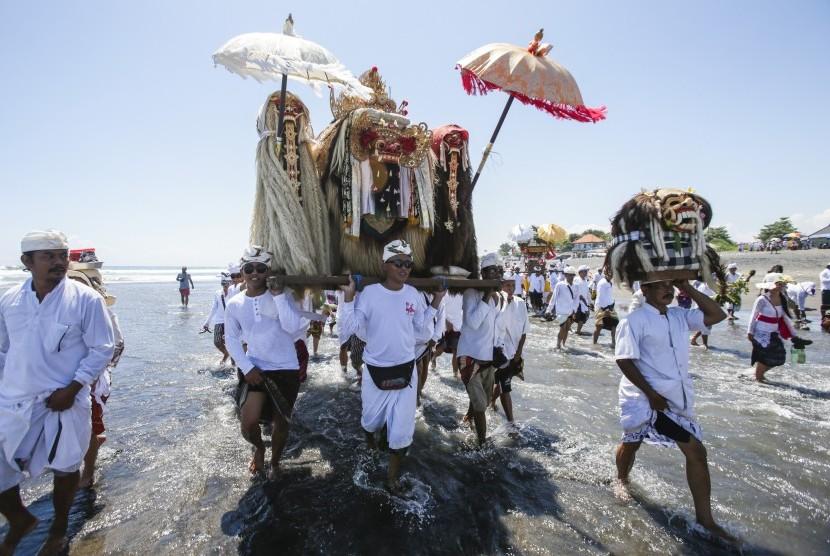 Budaya Bali menjadi salah satu daya tarik wisatawan ke Pulau Dewata.