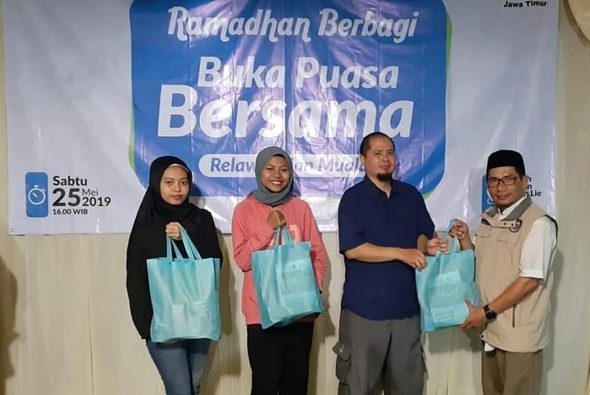 Buka puasa bersama Dompet Al-Quran Indonesia dan Mualaf.