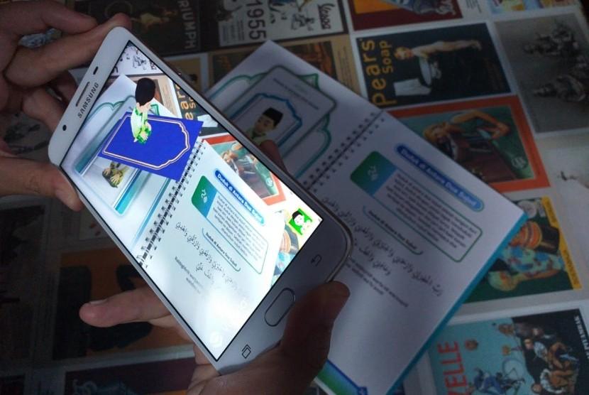 Buku iShalat Tuntunan Shalat berteknologi 3D augmented reality (AR) yang diluncurkan ME Creative di kantor MUI Pusat, Selasa (13/8).