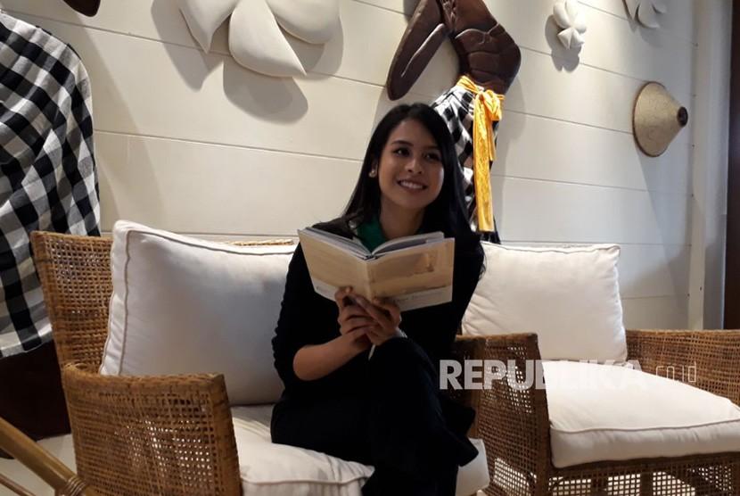 Buku Pertama Maudy Ayunda, Dear Tomorrow di Jakarta, Senin (30/4).