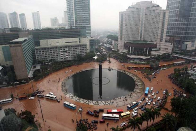Ini Dia Alasan Bundaran Hi Banjir Menurut Bnpb Republika Online